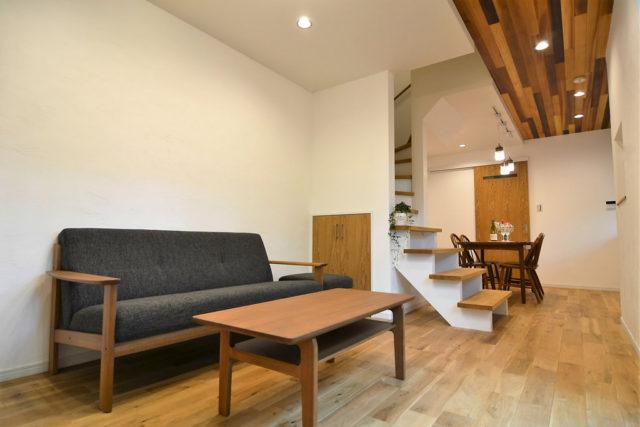 東山区「狭小住宅に広いリビングがある家」