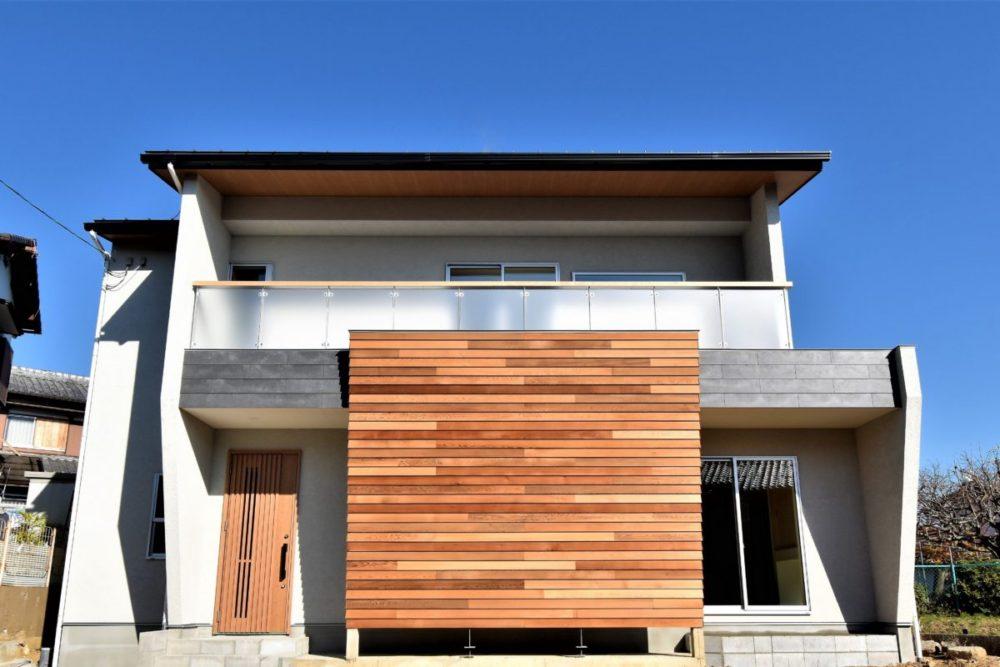 長岡京市「大きな木の塀がある家」